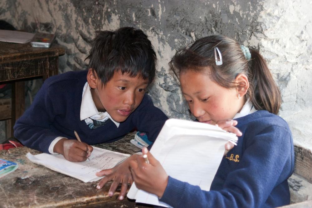 Gespickt wird auch bei tibetischen Schülern. von Stephan Baur