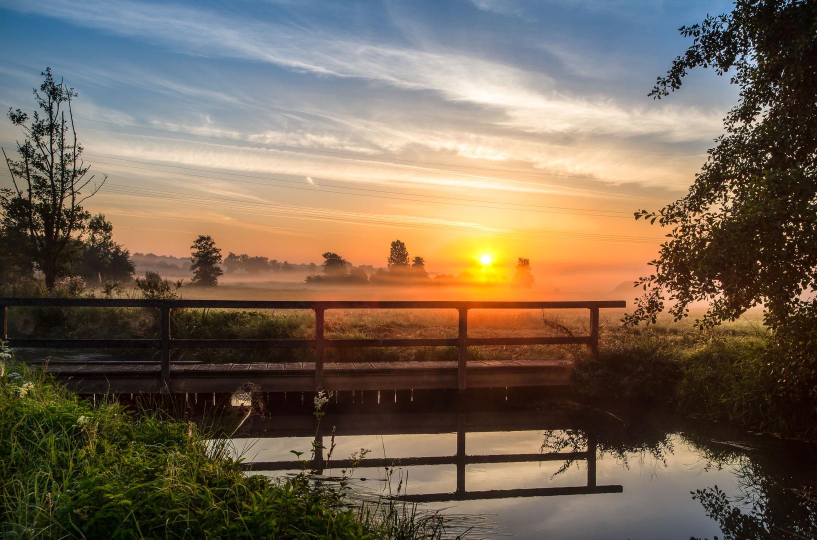 gespiegelt zu Sonnenaufgang