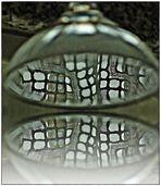 Gespiegelte Gardine im Glas