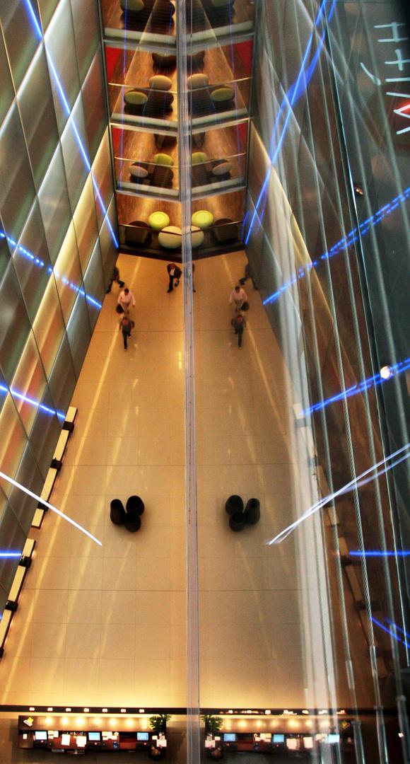 gespiegelte Hotel Lobby HH