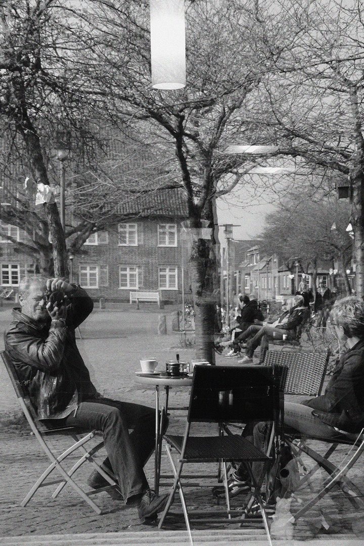 Gespiegelter Rathausplatz ....