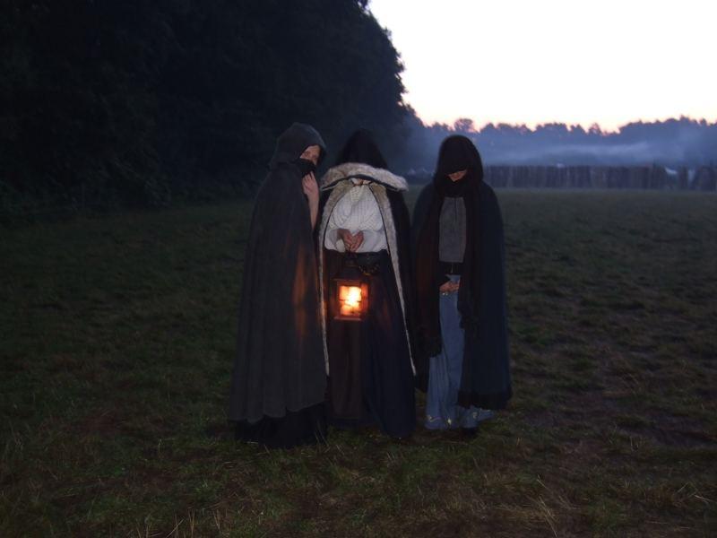Gestalten in der Dunkelheit [COM 07]