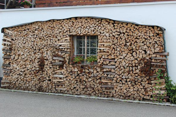 gestapelte Holzwand