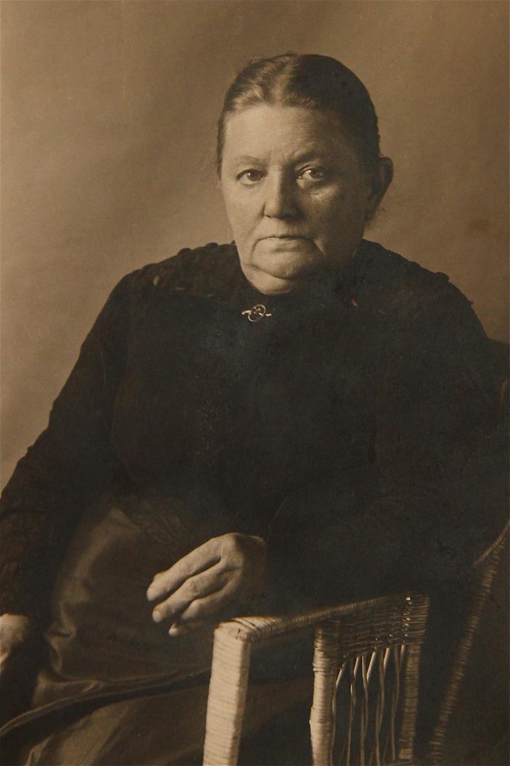 Gestern habe ich ein Foto meiner Urgroßmutter gefunden, . . .