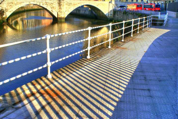 Gestreifte Brücke