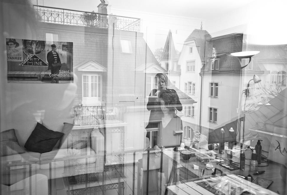 getting ready - Hochzeitsfotograf über den Dächern von Zürich