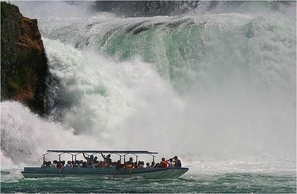 gewaltige Wasserwand