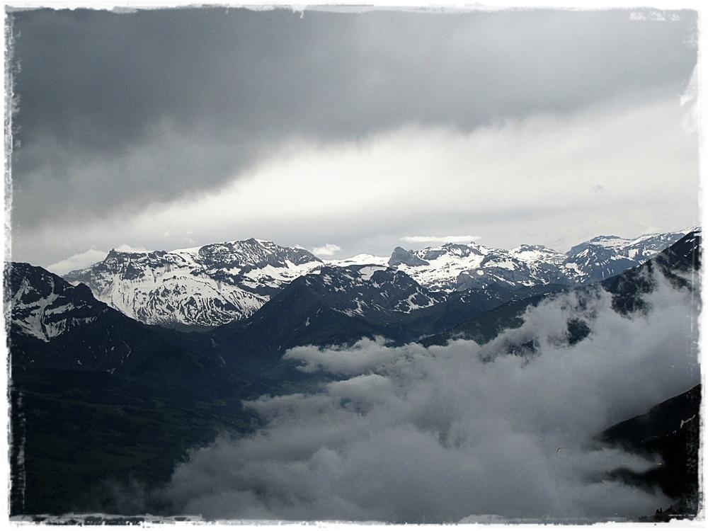 Gewitter in den Niesen Bergen