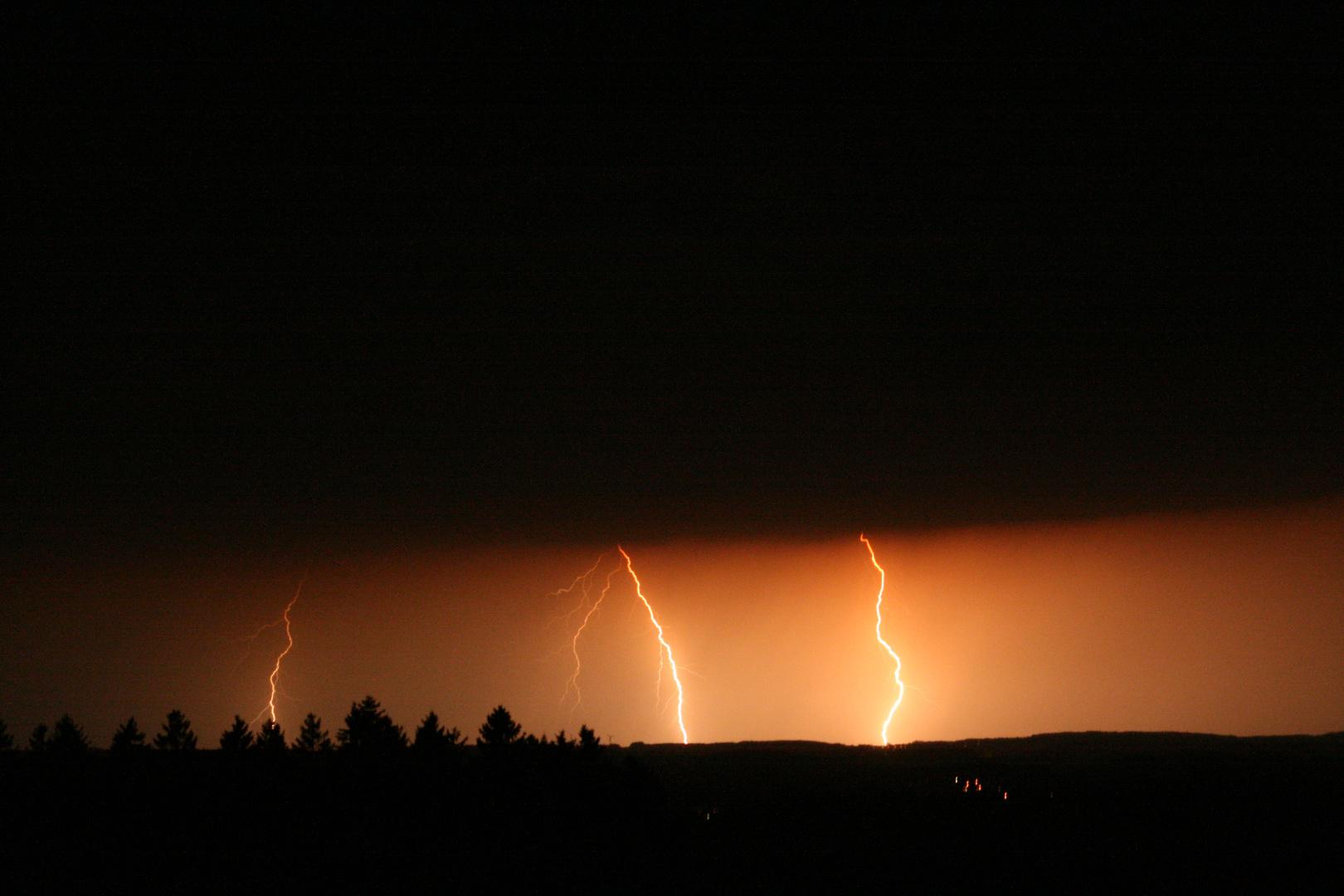 Gewitter in der Eifel --> Fotografiert von Bergneustadt auf dem Dümpel