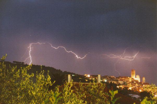 Gewitter über Cervo (Italien)