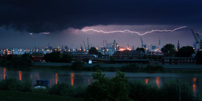 Gewitter über dem Hamburger Hafen