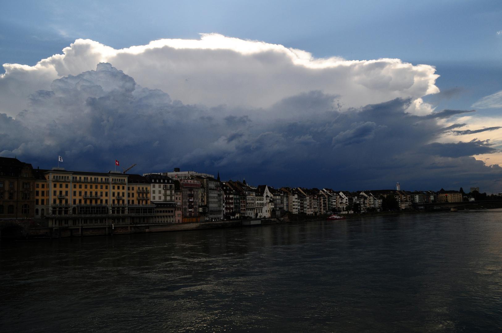 Gewitter über dem Rhein