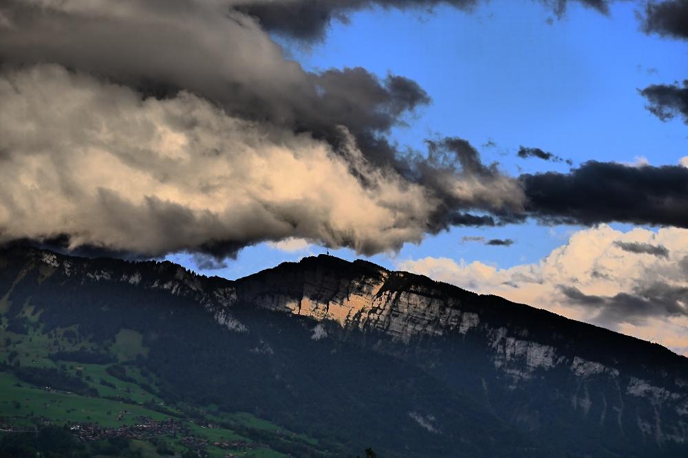 Gewitter über dem Sender Niederhorn