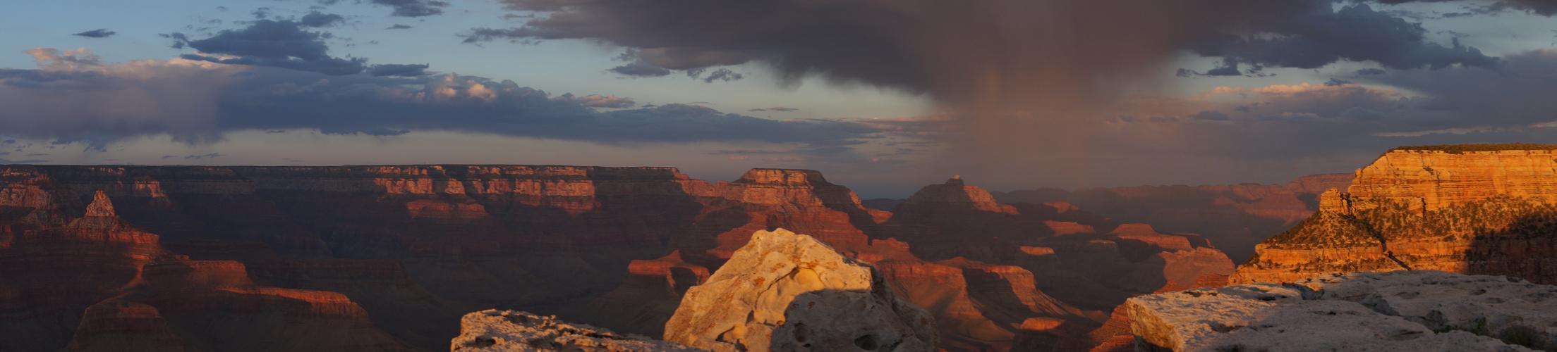 Gewitterfront über Grand Canyon