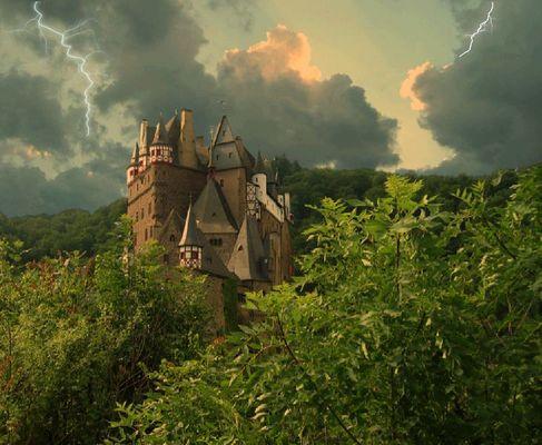   Gewitterstimmung auf Burg Eltz  