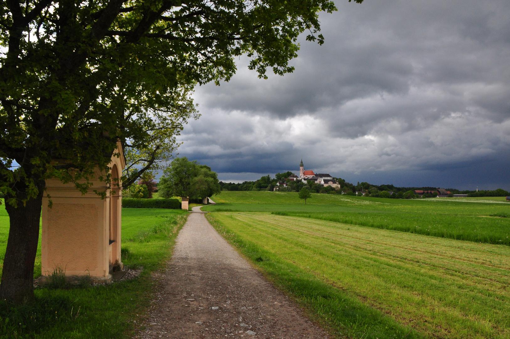 Gewitterstimmung beim Kloster Andechs