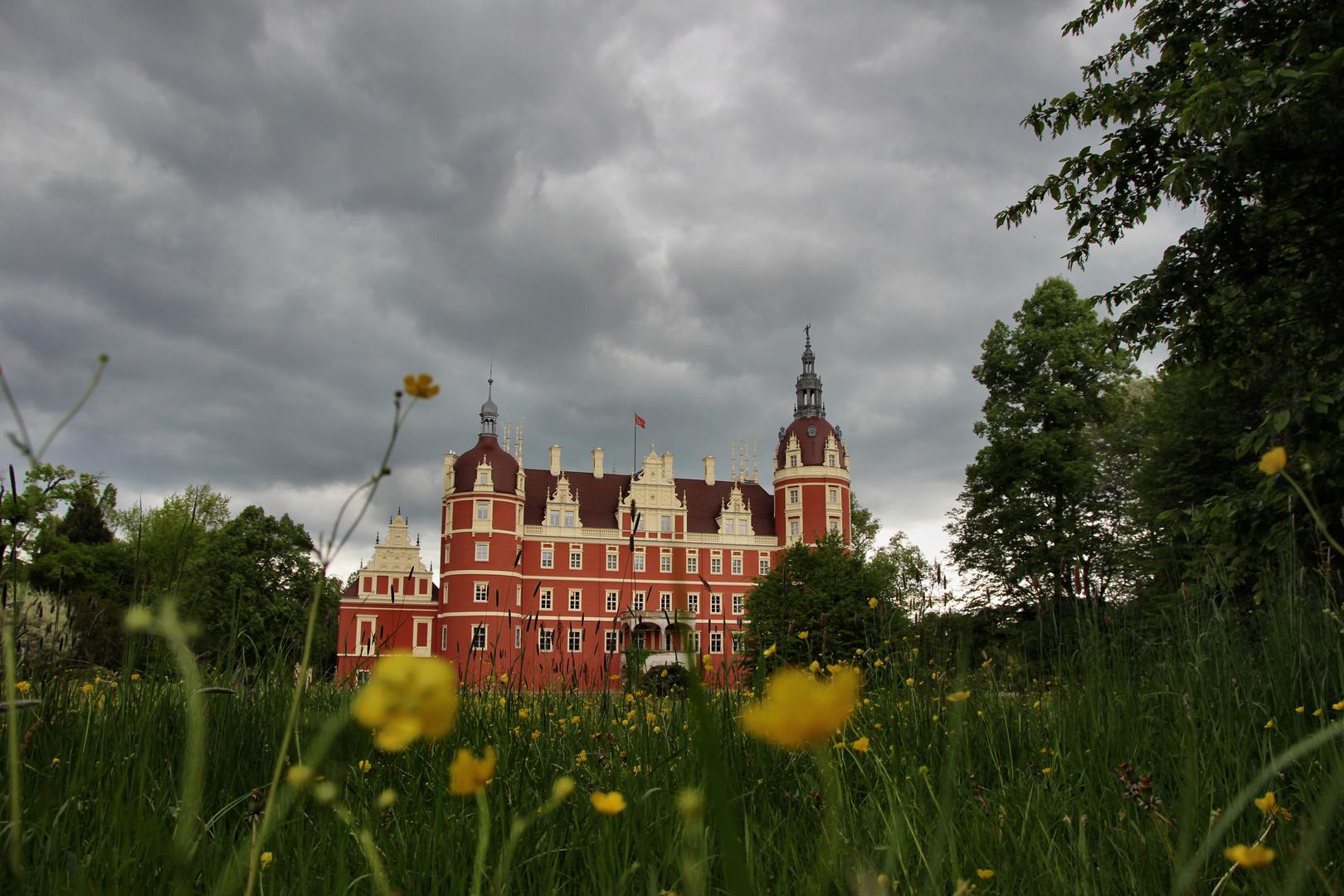 Gewitterwolken über den Schlosspark