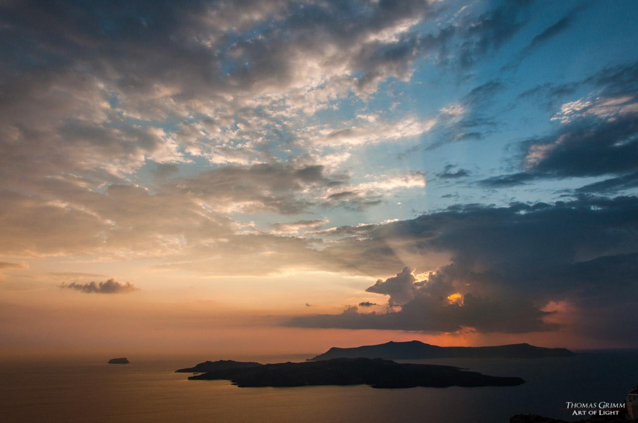 Gewitterwolken über Santorin