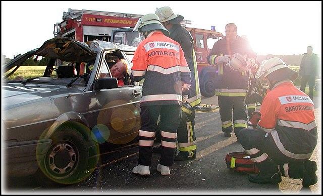 Gewöhnliche Rettungsübung mit der Feuerwehr