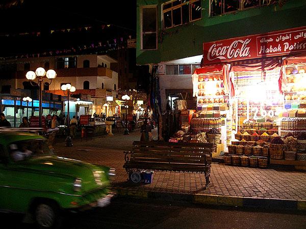 Gewürz Shop / Nachtaufnahme