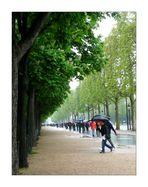 Giboulées d'avril sur les Champs-Elysées