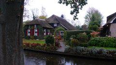 Giethoorn, anche nota come la piccola Venezia dei Paesi Bassi