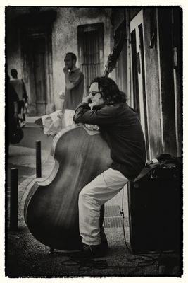 Gig Street Bassist in L'Isle-sur-la-Sorgue