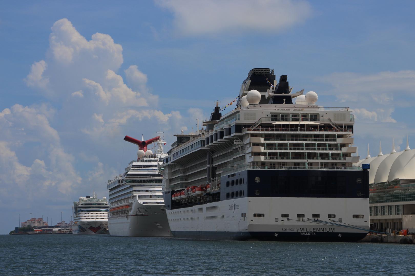 Gigantentreffen im Hafen von Miami
