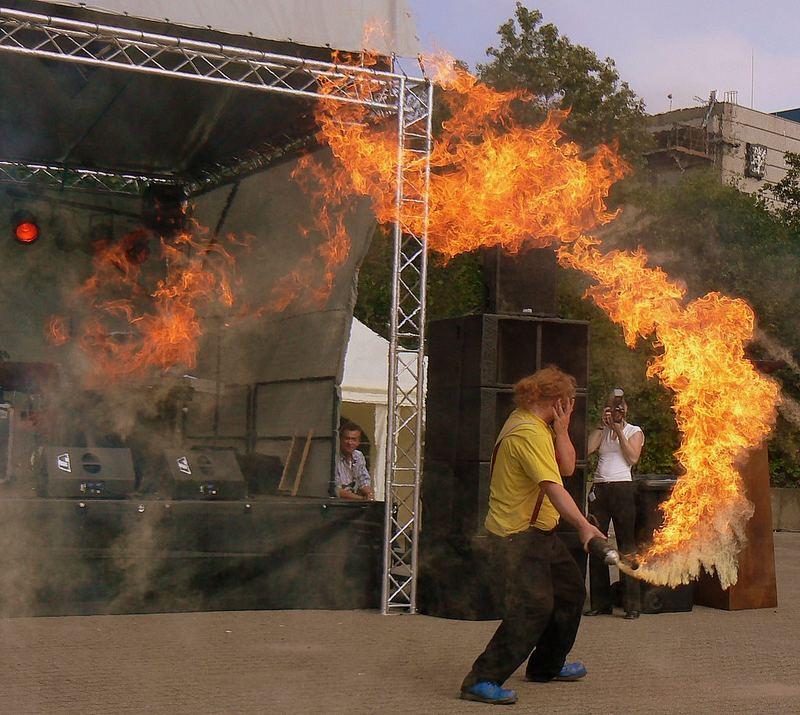 Giocare col fuoco.