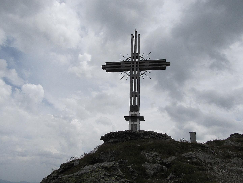 Gipfelkreuz am Gilfert 2506 Meter in den Tuxer Voralpen