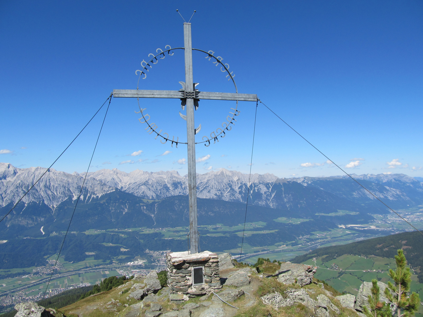 Gipfelkreuz am Largoz 2214 Meter in den Tuxer Alpen