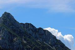 Gipfelstürmer über den Wolken