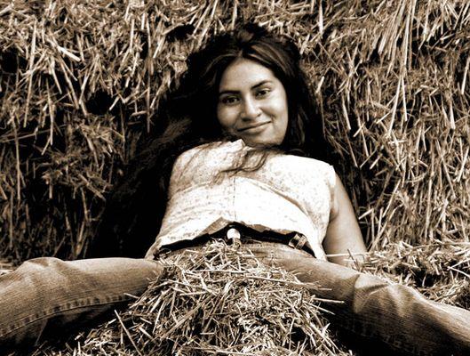 Girl in the hay - Mädchen im Heu