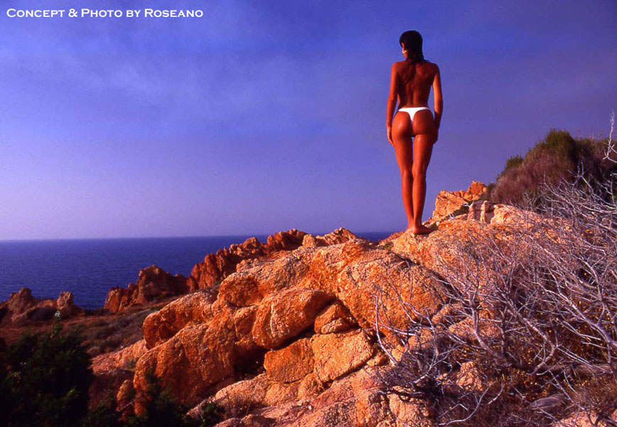 Girl on the Rocks n.1