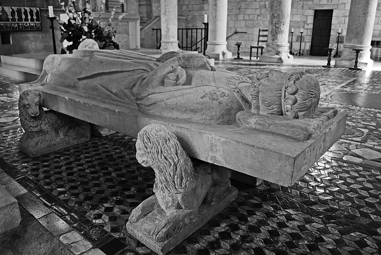 gisant de Philippe 1er, abbaye de Saint Benoit
