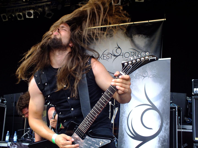 """Gitarrist der Band """"Darkest Horizon"""" auf dem Eisenwahnfestival 2013"""