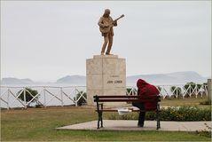 Gitarrist spielt vor John Lennon Denkmal ... Musik in Peru-1100K