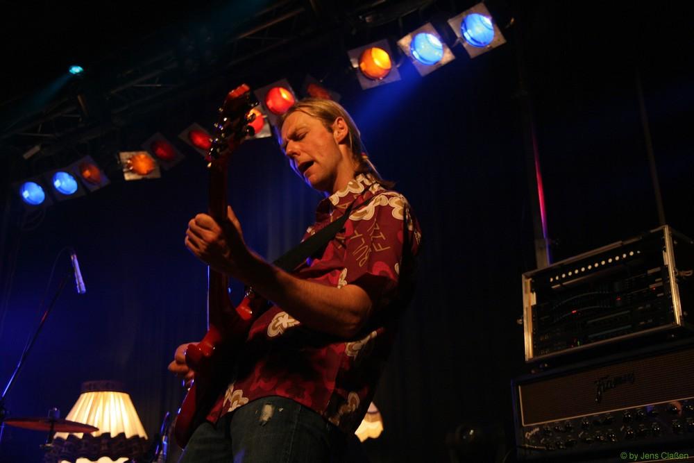 Gitarrist von Illegal 2001 beim Konzert in Reinfeld