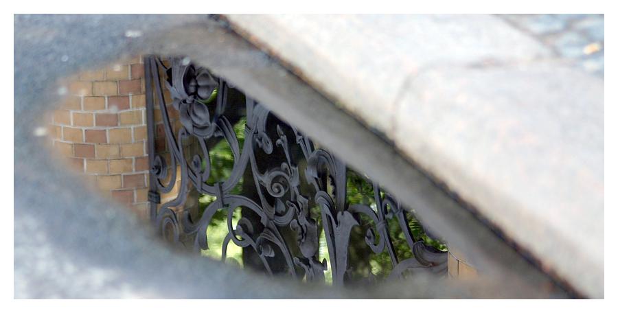 Gitter vor der Erlöserkirche