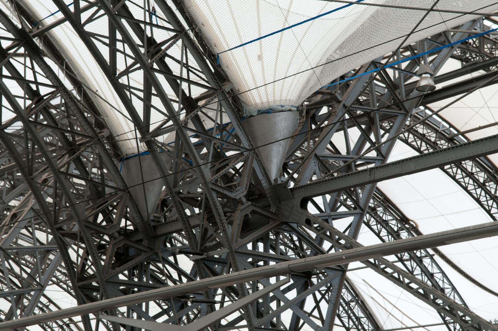 Gitterkonstruktion fuer modernes Kunststoffdach
