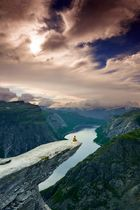 give me your hand and i'll hold it (Trolltunga)