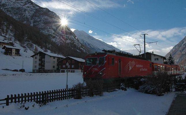 Glacier-Express auf der Fahrt nach Randa
