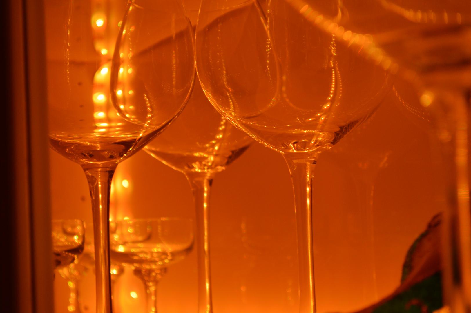 Gläser in Vitrine