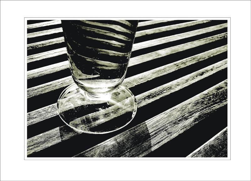 Glas auf Holz
