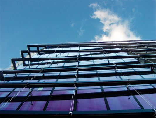 Glas, Stahl und blauer Himmel