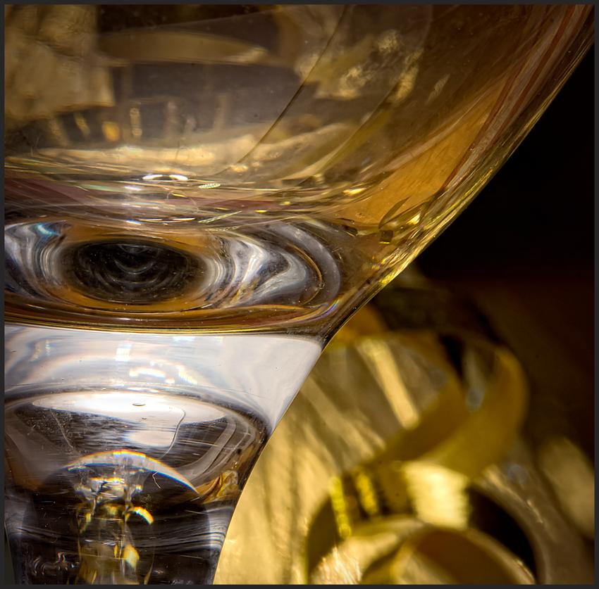Glas und Goldband