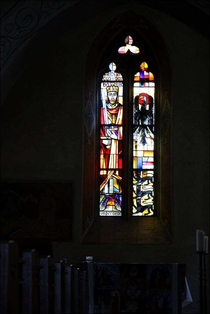 Glasfenster der Barbarossakirche