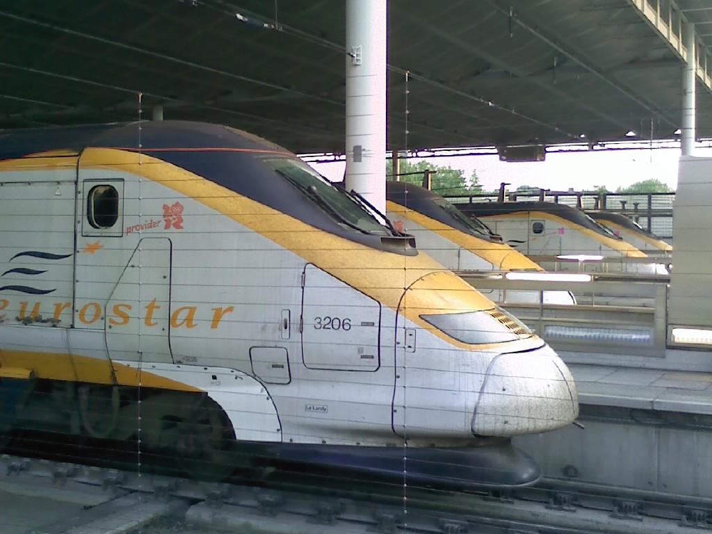 Gleich 4 Eurostars Abfahrtbereit in London St Pancras