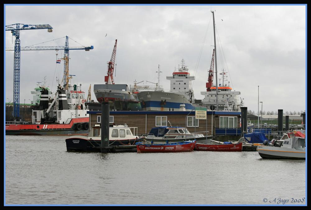 gleich regnet es im Hafen von Delfzijl