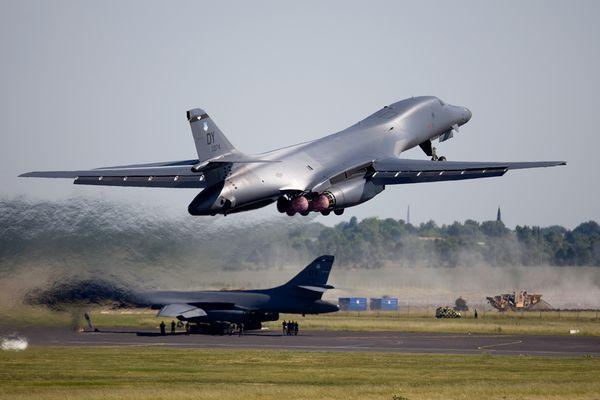 Gleich zwei B-1B Lancer Strategic Bomber